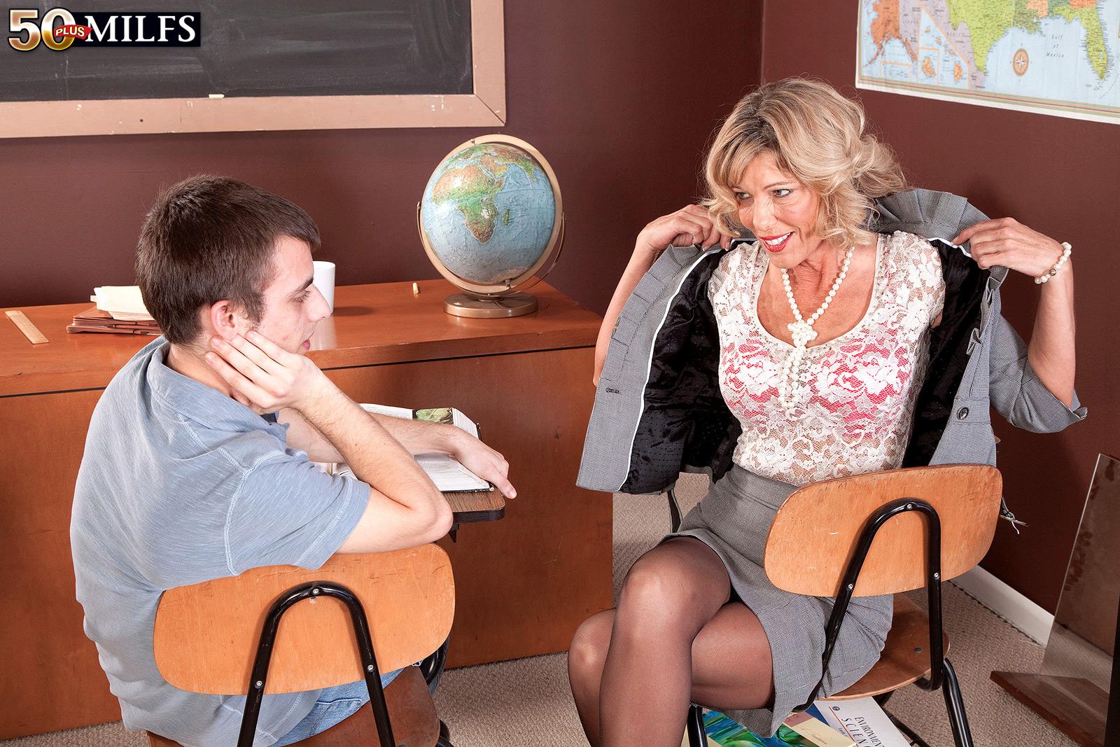 Учительница и ученик ебутся 25 фотография